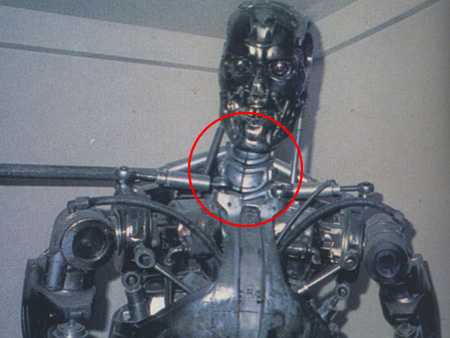 "Prop from original movie in Stan Winston Studios, 1986 (from ""Uchusen"")"