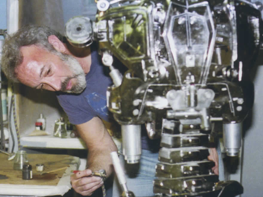 Past days of Stan Winston. He describes how he applied stains to the Endoskeleton