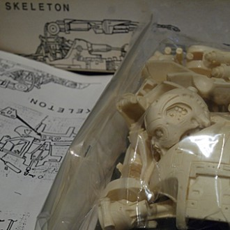 1:6 scale SKELETON SCOOP