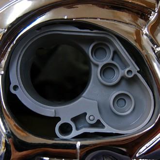 タミヤのRCカーギヤボックスを使用したターミネーターの側頭部メカ